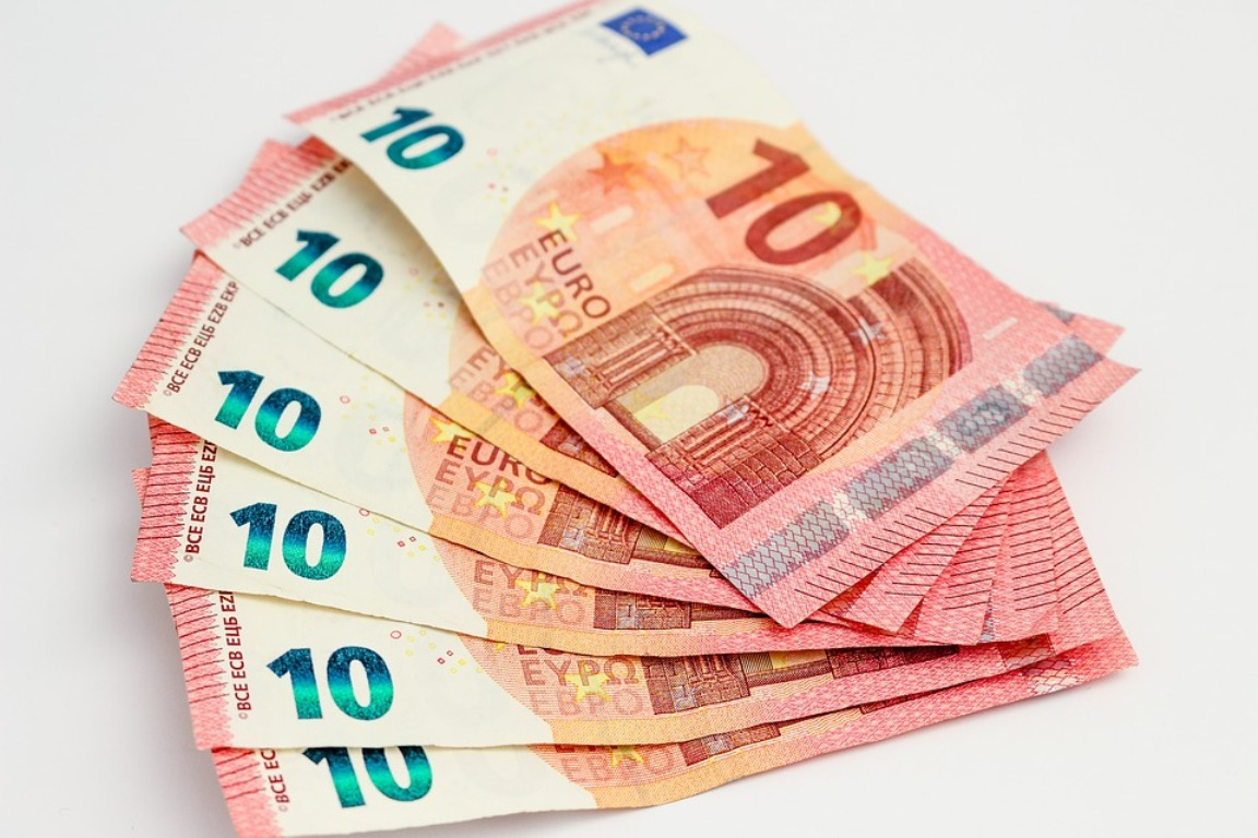 A group of 10 Euro paper notes.