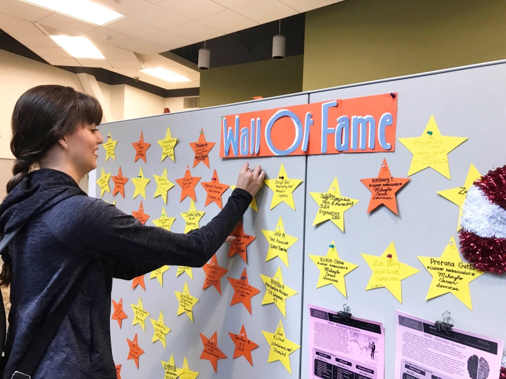 Jaqilyn Graff, a Mihaylo College management student, adds a star to the Wall of Fame in Mihaylo Career Services.