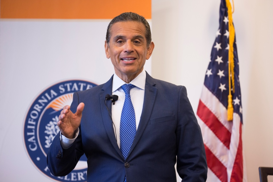 Former Los Angeles Mayor and gubernatorial hopeful Antonio Villaraigosa speaks to Orange County Hispanic business leaders at an event hosted by Mihaylo College's office of the SBDC.