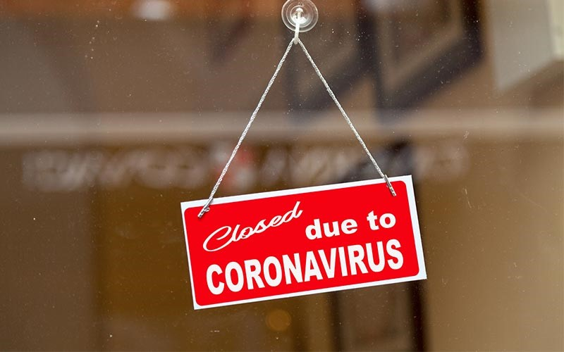 A closure sign due to coronavirus on a business